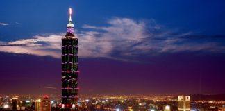 Taiwán acariciando
